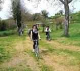 In bici nell'area archeologica di Ocriculum